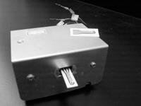 林孟山自製的恆電位儀,輕巧的體積,方便隨身攜帶做各種檢測。(記者邱湘媛攝)