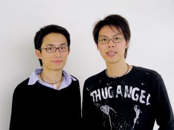 物理系李啟正(右)和電機系鄭吉泰(左)獲得國科會「千里馬專案」補助,取得赴美、加研究機構進修的機會。(圖/記者邱湘媛)