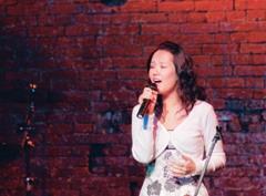 李思慧參加法語歌唱賽,標準的咬字、柔美的歌聲,連法國人都說「讚!」(圖�陳振堂)