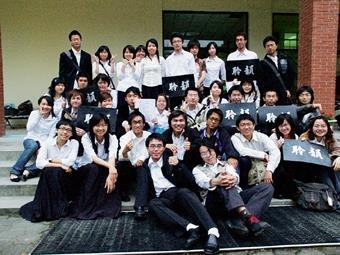 聆韻口琴社成績傲人,在全國學生音樂比賽中,四重奏和大合奏都獲得第一名佳績。(圖/口琴社提供)