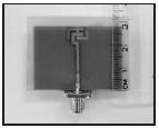 圖為電機系教授李慶烈獲中美專利之發明「小型平面式凹槽天線架構」。