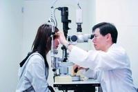 紅眼症悄悄蔓延,眼科醫師呼籲同學勤洗手,避免揉眼睛,勿與他人共用衛生物品及眼藥水。