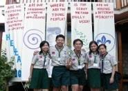 疏惠君(右二)今年七月代表本校,參加在希臘舉行的世界青年論壇,與來自台灣的代表合影。