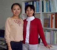 大陸交換生陳麗麗(右)與柳潔,愛上本校的活潑氣習。(記者張佳萱攝)