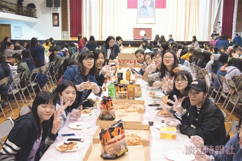 英文系辦感恩節活動300師生共襄盛舉