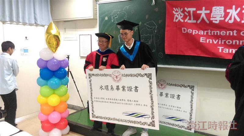 水環系祝賀畢業生畢業快樂