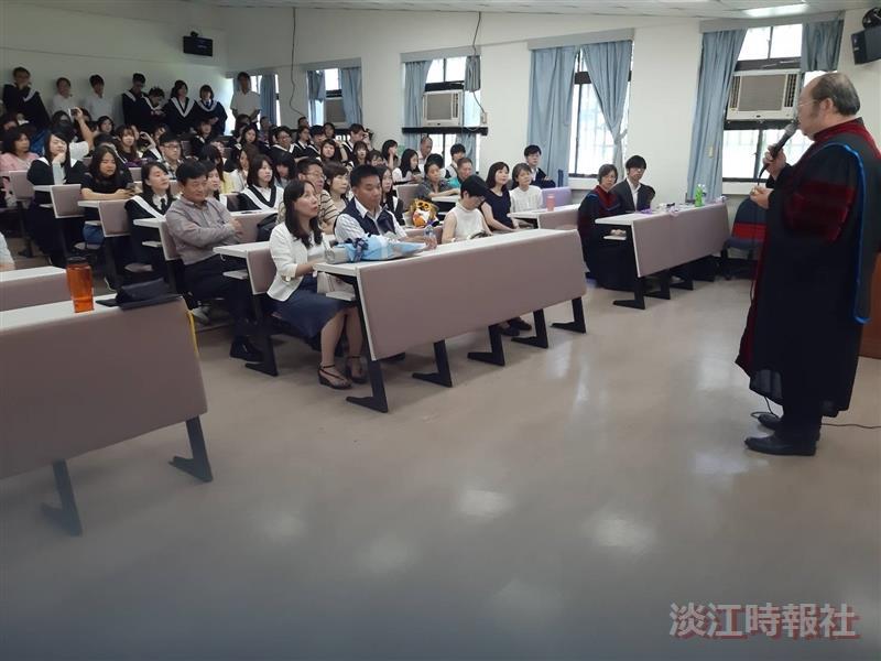 日文系自辦畢典 師長恭賀順利畢業