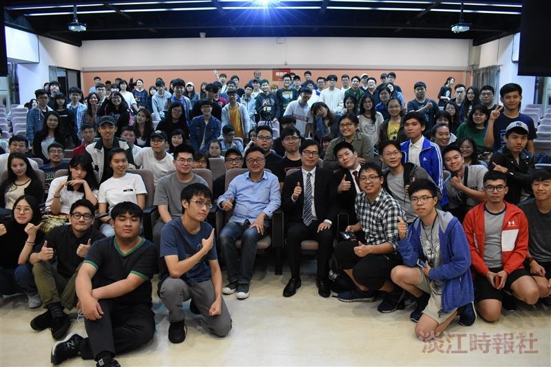 學生會紙飛機計畫邀請陳其邁副院長演講