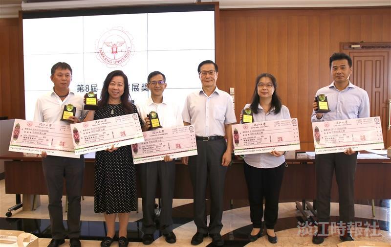 第8屆系所發展獎勵頒獎