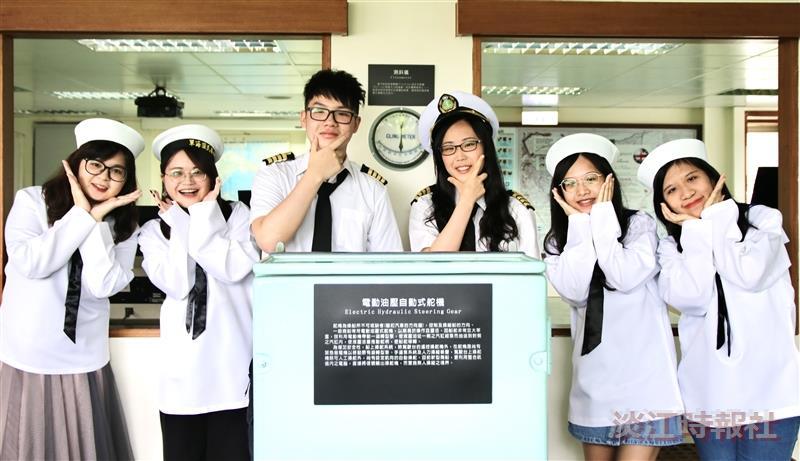 時報畢業生合照、推海博館活動。