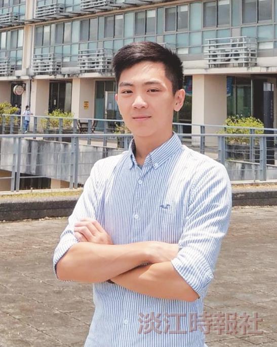 畢業生代表 政經系陳藝云