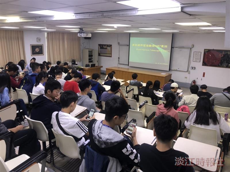 物理系56週年系慶 高中生參加開放日