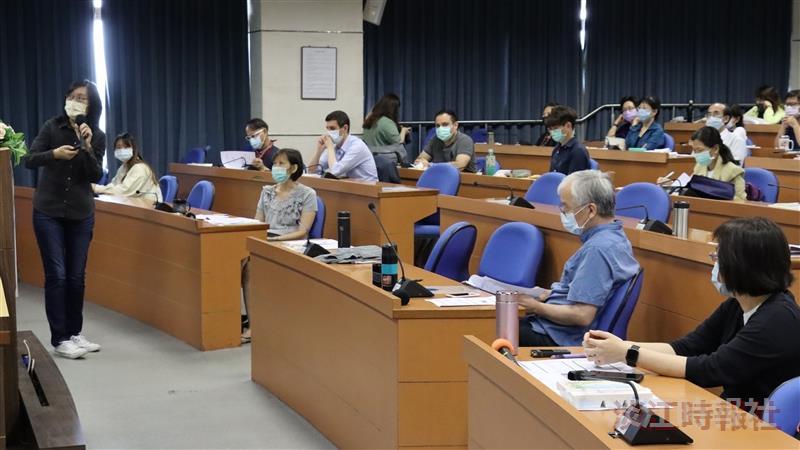 教發中心「跨域,從共同學習開始」課程所所長張月霞、副教授黃瑞茂、教科系副教授賴婷鈴主講