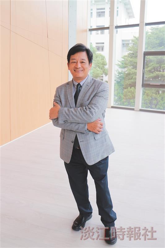 校友服務暨資源發展處執行長彭春陽