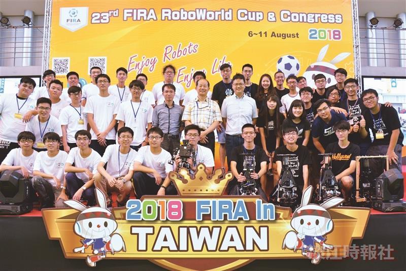 本校奪FIRA世界盃機器人1金4銀1銅