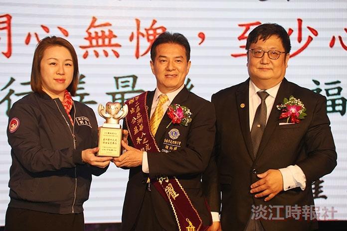 鍾炳耀獲亞洲華人之光傑出奉獻獎
