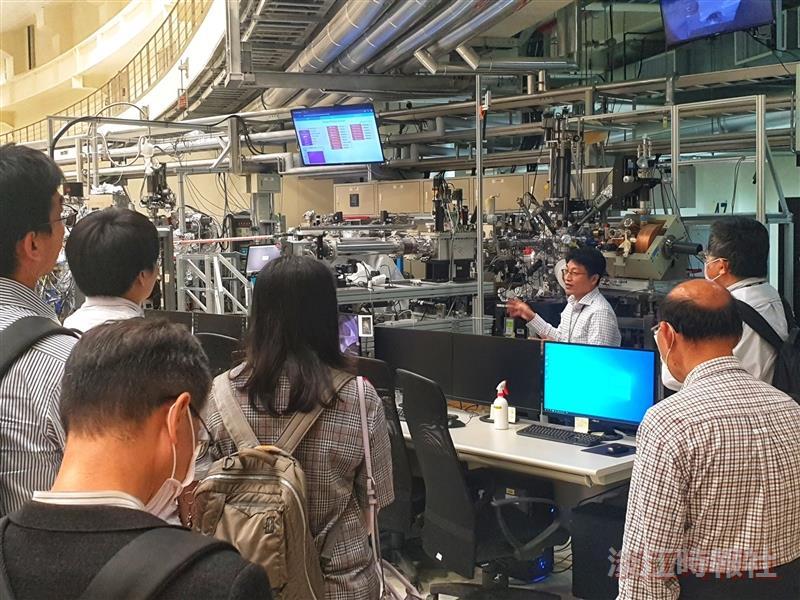 4/27學術副校長何啟東率團參訪國家同步輻射研究中心
