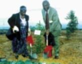 馬拉威大學校長 Dr. David Rubadiri (Vice-Chancellor)偕夫人來到林美山植樹。
