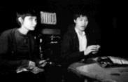 由楊聖弘、黃月惠飾演的一對中年夫婦,在看電視、吃零食的交談中,回憶起往事。