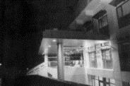 化 館 圖 書 館 夜 晚 耀 眼 顯 目 。