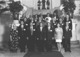 新未來學術研討會是本校五十週年校慶重要學術活動之一,會後與會學者於八日下午,曾由創辦人及校長陪同,至總統府晉見陳水扁總統。(董事會提供)