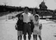 劉增泉老師與家人。