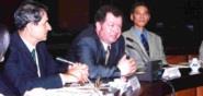 俄羅斯遠東國立大學副校長Prof. Alexander P. Golikov(圖中)及該校教授Prof. Vladimir N. Usatyuk(圖左)將參訪本校覺生圖書館及資訊中心。(記者舒宜萍攝)