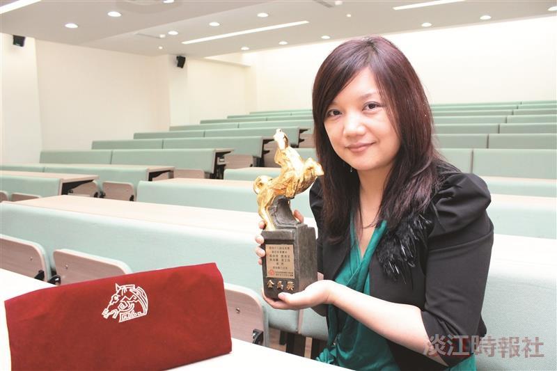 楊南倩這一路走來,始終如一,以對電影的熱情走出屬於自己的道路,她勉勵後進學弟妹,只要設定好方向及目標,無論處在任何環境,都朝向目標邁進。(攝影/張莘慈)