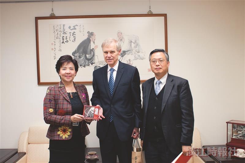 卜睿哲演講:美中不必簽第四號公報 談臺灣未來之挑戰 加入TPP優先