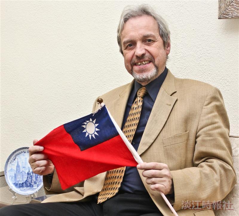 歐研所教授馬良文  特殊貢獻獲永久居留證