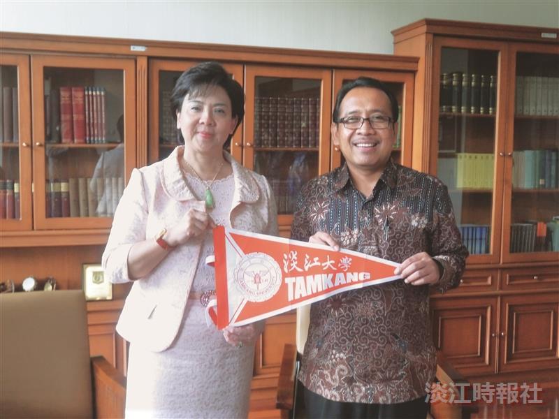 張校長率團赴印尼 卡查馬達大學 穆罕默迪亞大學