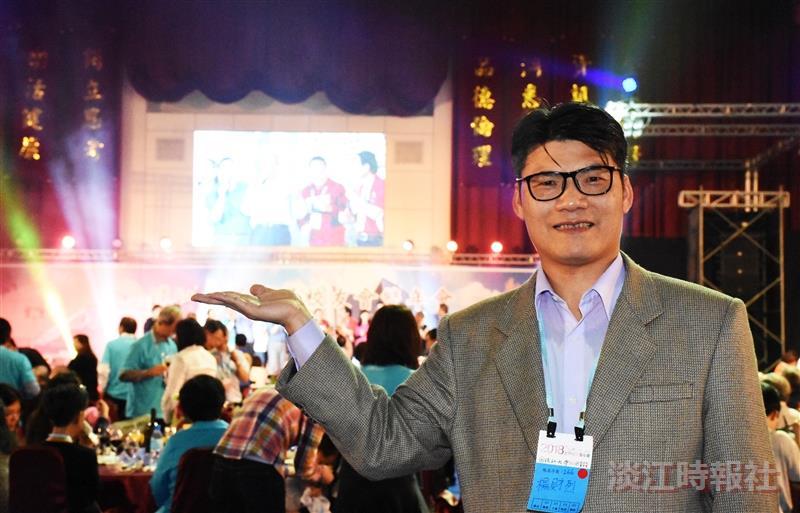 楊財烈校友協助更新體育館七樓視聽設備(攝影/黃耀德)