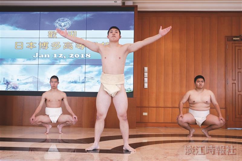 10度低溫見力與美 日本博多高中表演相撲