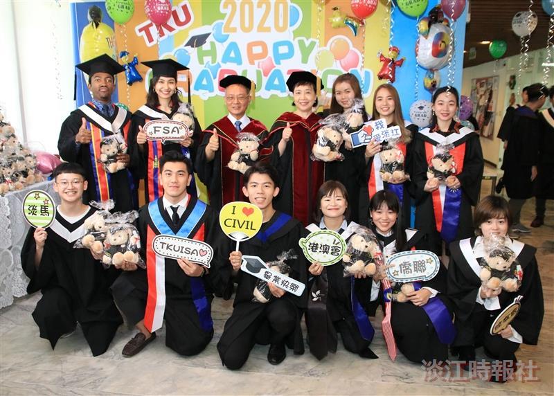 國際處「2020境外畢業生贈熊典禮」