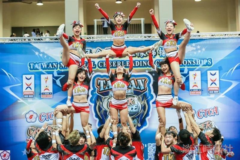 競技啦啦隊參加全國錦標賽