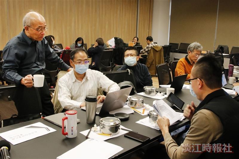 招生策略中心舉辦「109大學招生專業化發展試辦計畫-審查評量尺規設計工作坊」,進行尺規設計實務模擬